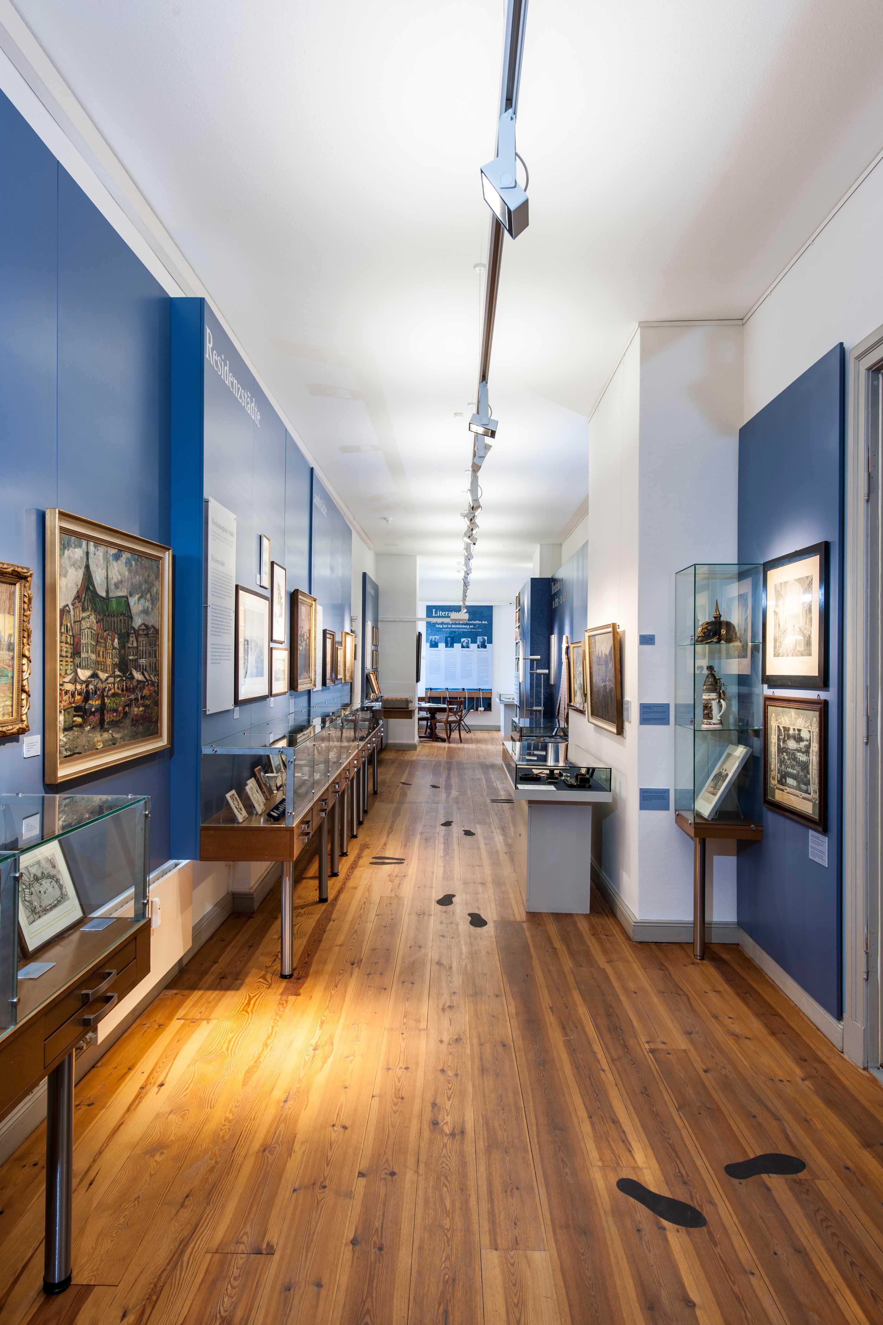 Blick in die Dauerausstellung © Stiftung Mecklenburg, Foto: Jörn Lehmann