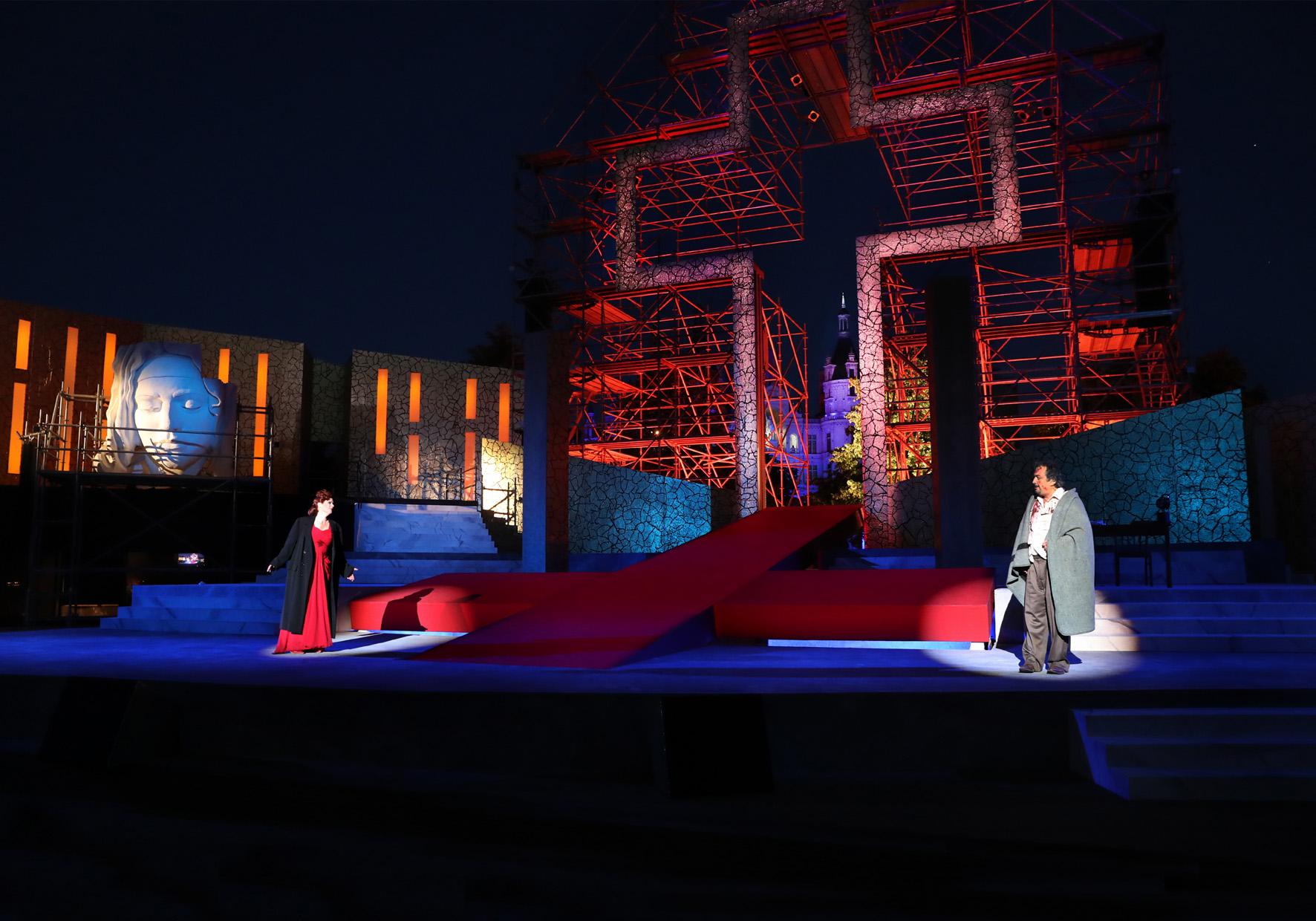 Tosca © https://www.mecklenburgisches-staatstheater.de/stueck-detail/schlossfestspiele-schwerin-2018-tosca-1408.html